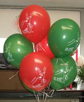 Ballon-Strauß mit roten und grünen Weihnachts-Ballons bedruckt mit Weihnachts-Motiven