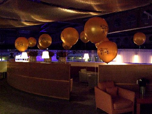 Silvester Deko mit kleineren Riesen-Ballons